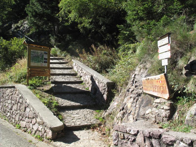 Racconti di montagna rifugio benigni da cusio sentiero 108 for Rifugio in baita di montagna